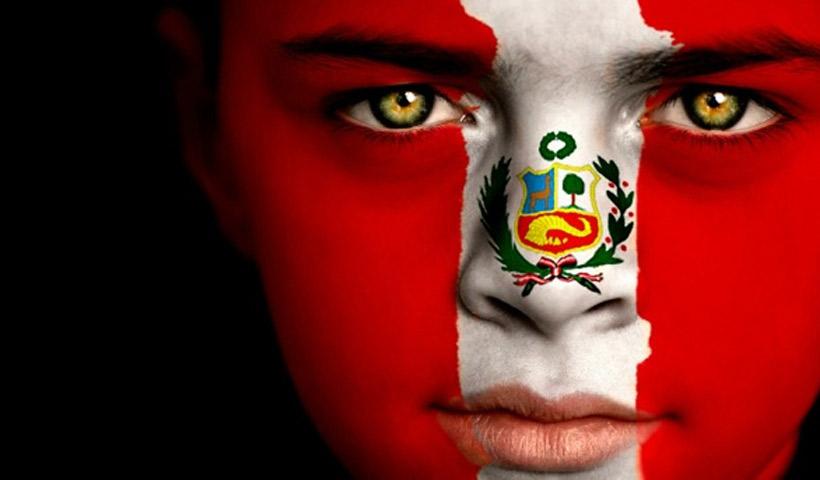 Niña cara pintada de Perú